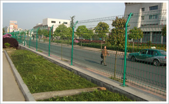 Road fence is the most common product in fence series, it adopts domestic high quality low carbon steel wire,